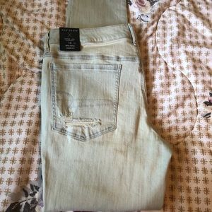 Brand New! Distressed American Eagle Jegging